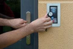 Otevírání dveří NFC klíčenkou