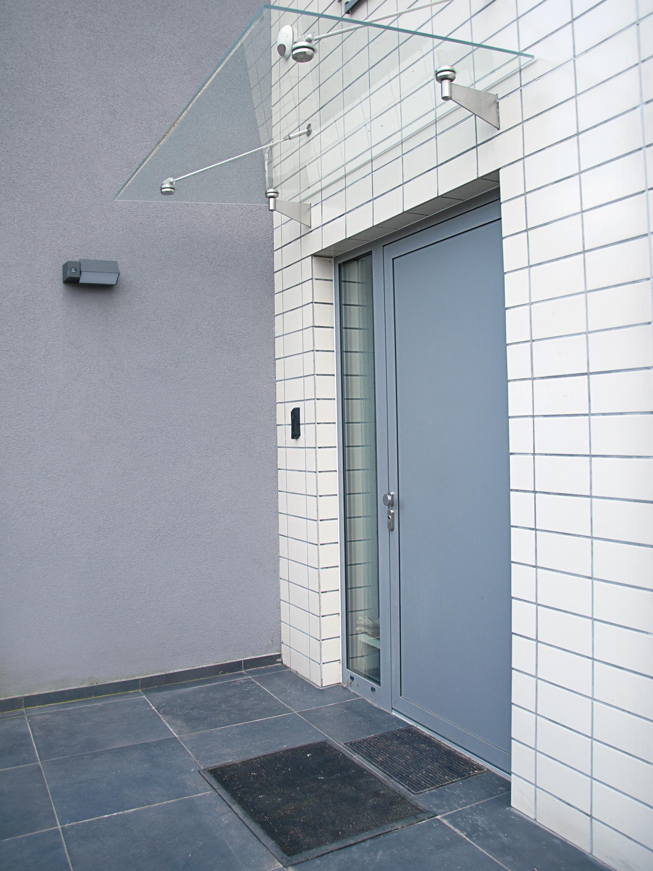 Dveře do domu
